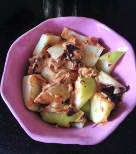 warm apples with chocolate and peanut butter