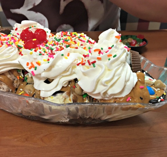 Friendly's Crowd Pleaser Sundae