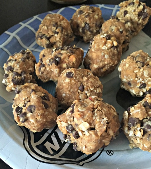 peanut butter chocolate chip protein bites