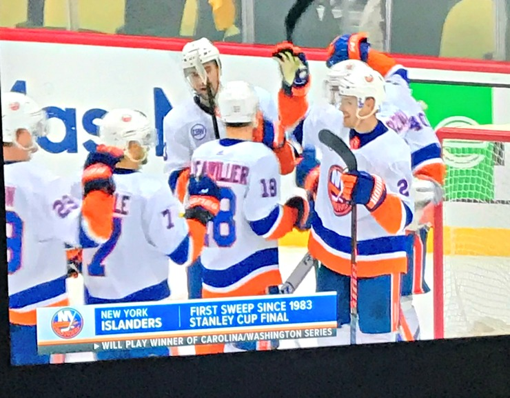 Islanders sweep penguins